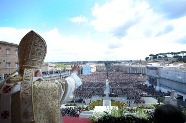 gty_vatican_city_pope_hat_wave_thg_130226_wblog